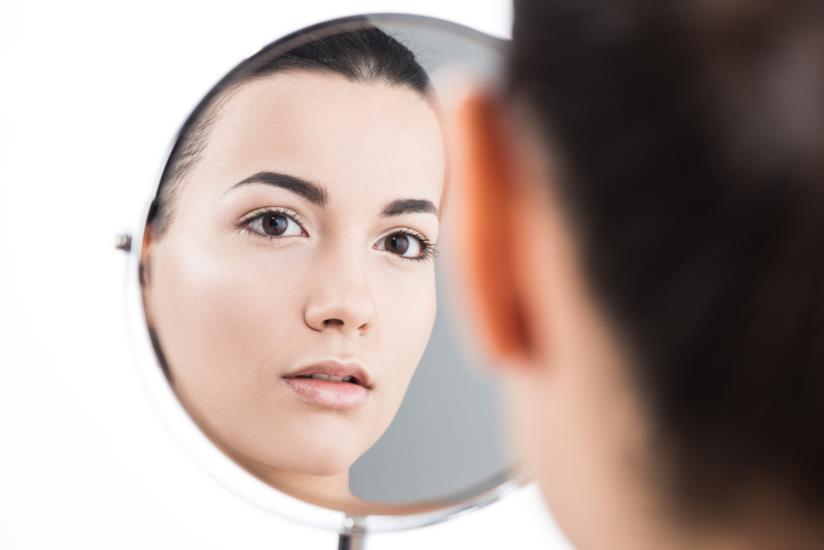 Imparare ad accettarsi attraverso l'esercizio dello specchio