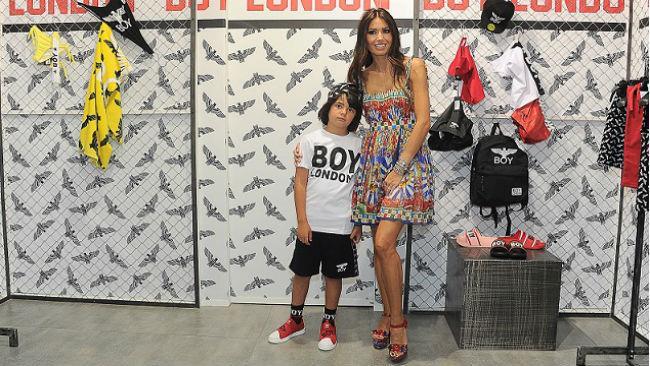 Elisabetta Gregoraci e il figlio Nathan Falco nello stand Boy London a Pitti Bimbo