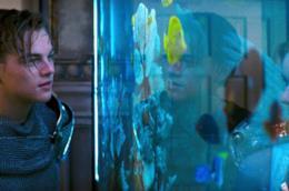 Una scena dal film Romeo+Giulietta di Baz Luhrmann