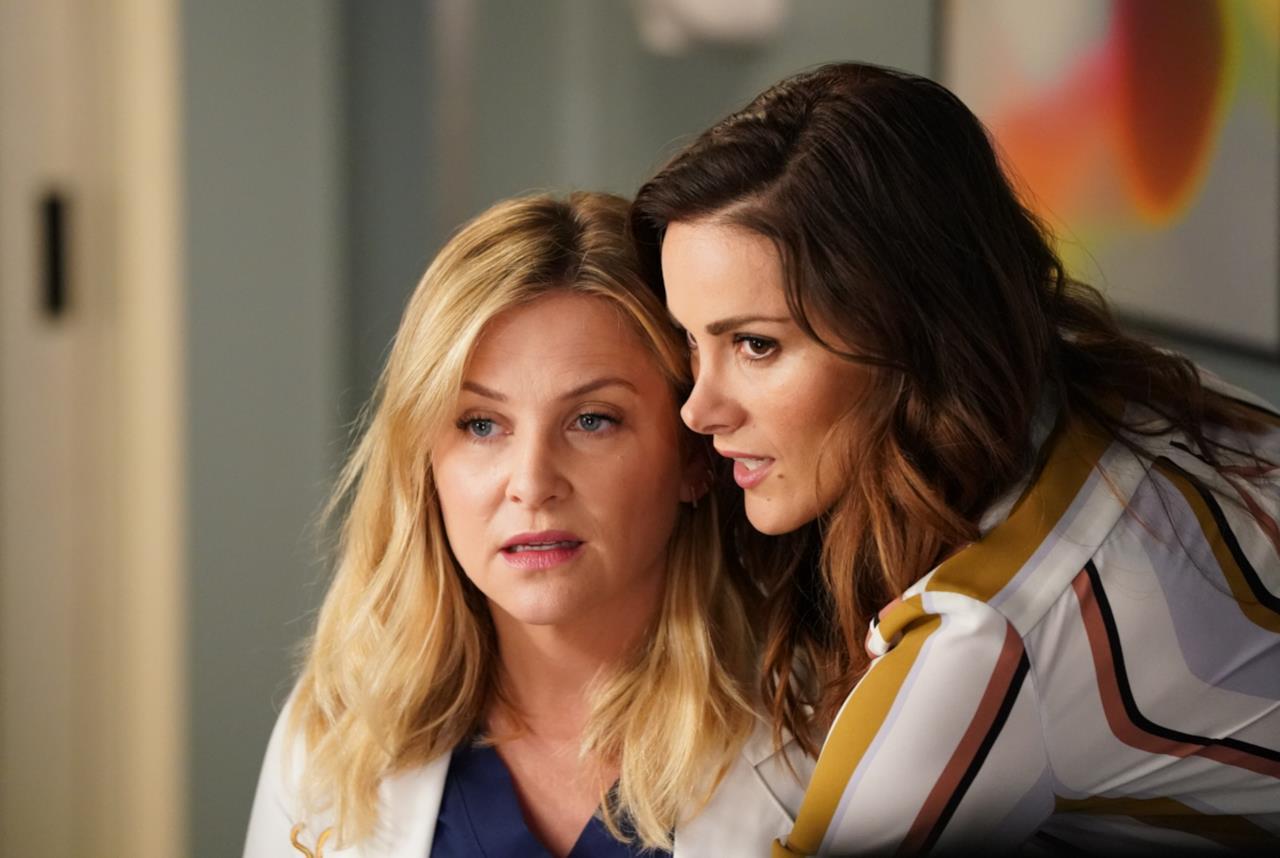 Stefania Spampinato e Jessica Capshaw in Grey's Anatomy 14