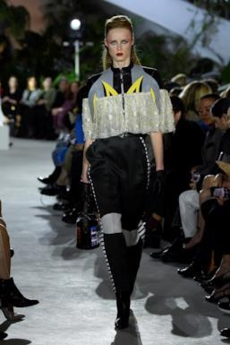 Sfilata LOUIS VUITTON Collezione Donna Primavera Estate 2020 New York - Vuitton Resort PO RS20 0006