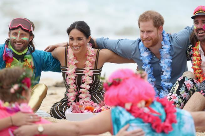Meghan e Harry sulla spiaggia in Australia