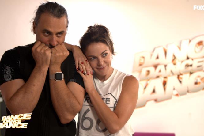 Claudia e Max con il Fitbit in sala prove