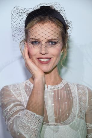 Eva Herzigova al ballo surrealista Dior