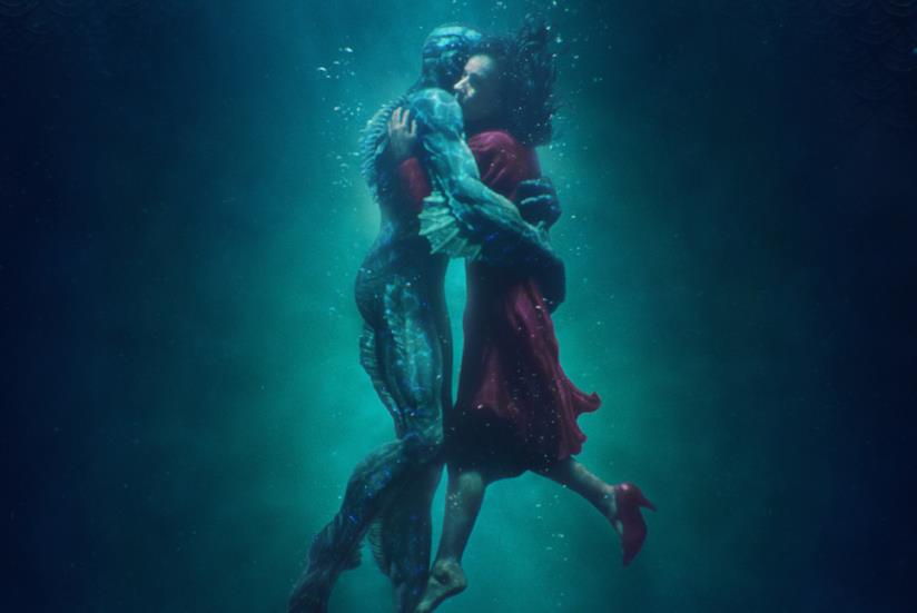 Sally Hawkins e Doug Jones nella locandina di La forma dell'acqua