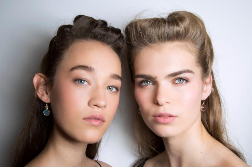 Acconciature capelli semiraccolti