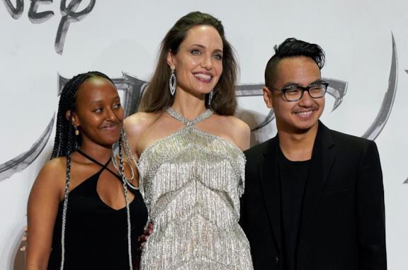 Angelina Jolie con i figli a Tokyo