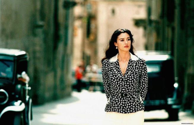 Una scena del film Malena con Monica Bellucci