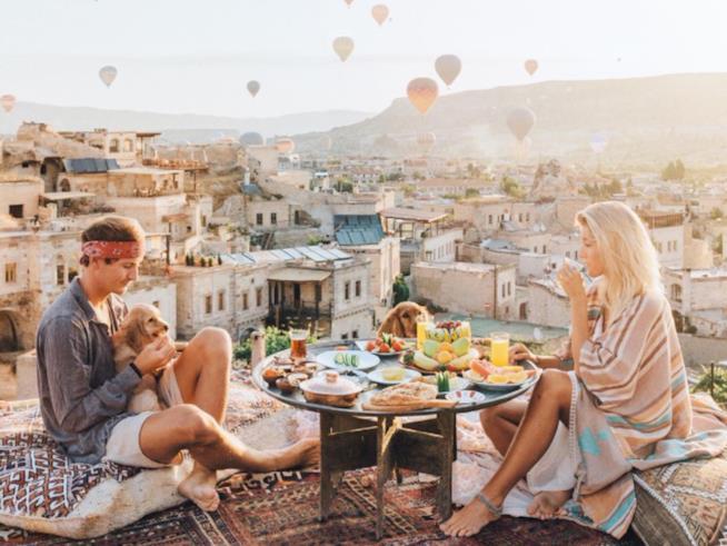 Lauren Bullen e il suo fidanzato Jack Morris durante uno dei loro viaggi