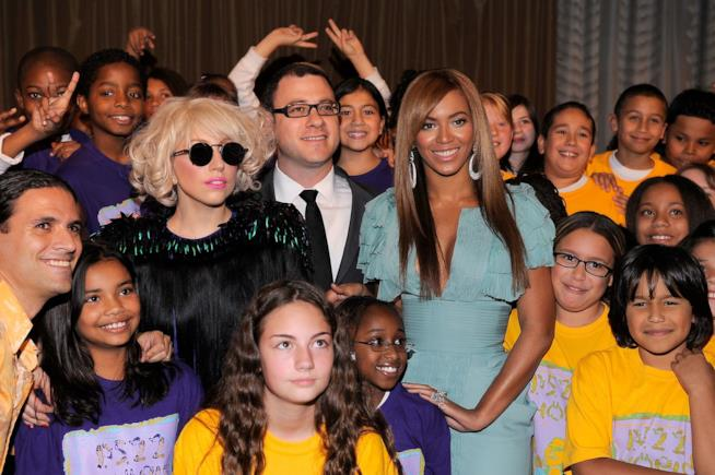 Lady Gaga con Beyoncé in una vecchia foto insieme