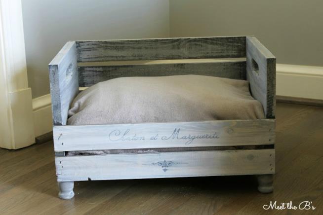 La cuccia con cuscino e coperta