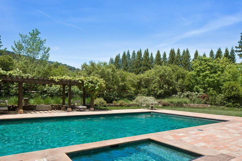 La piscina del ranch californiano di Michelle Pfeiffer