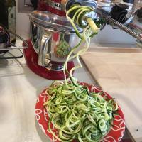 Ridurre le zucchine a spirale