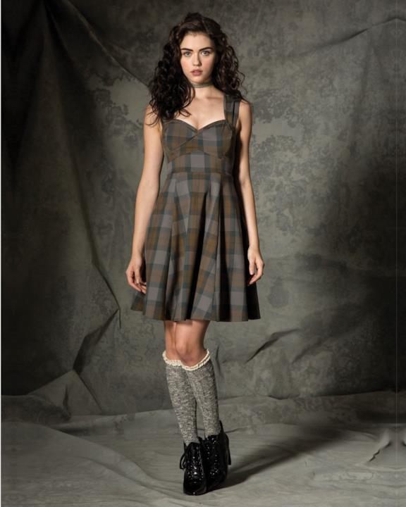 Collezione donna Outlander di Hot Topic: abito tartan con gonna al ginocchio