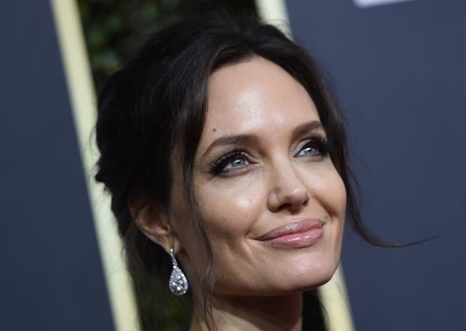Un primo piano di Angelina Jolie