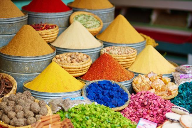 Scorcio di un souk a Meknès