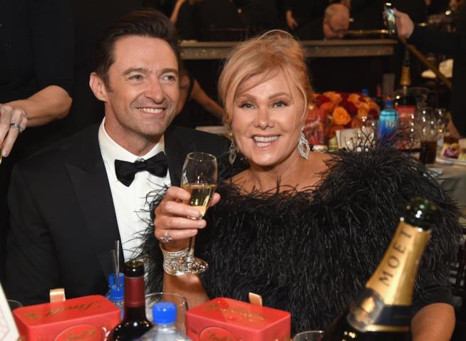 Hugh Jackman e la moglie Deborra Lee ai Golden Globes 2018