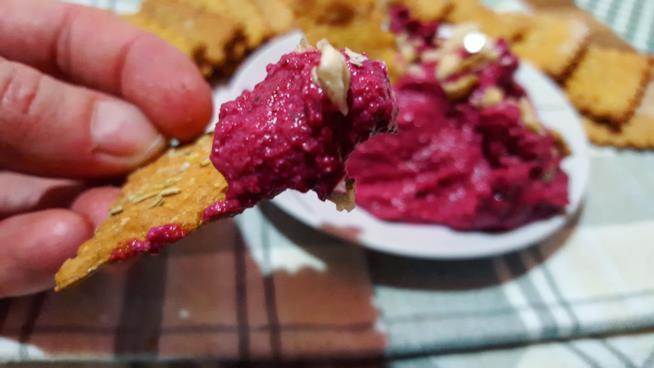 Pezzetto di cialda con crema rosa