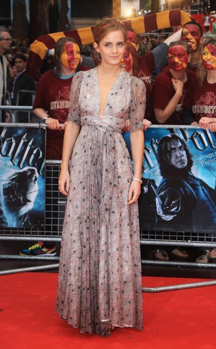 L'abito ricamato di Emma Watson sul red carpet