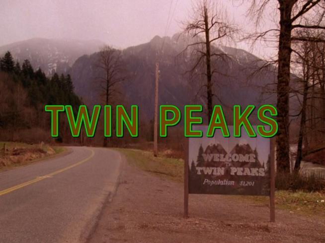 Twin Peaks, un frame della sigla della serie TV di culto degli anni '90