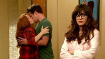 Zooey Deschanel in una scena della serie New Girl