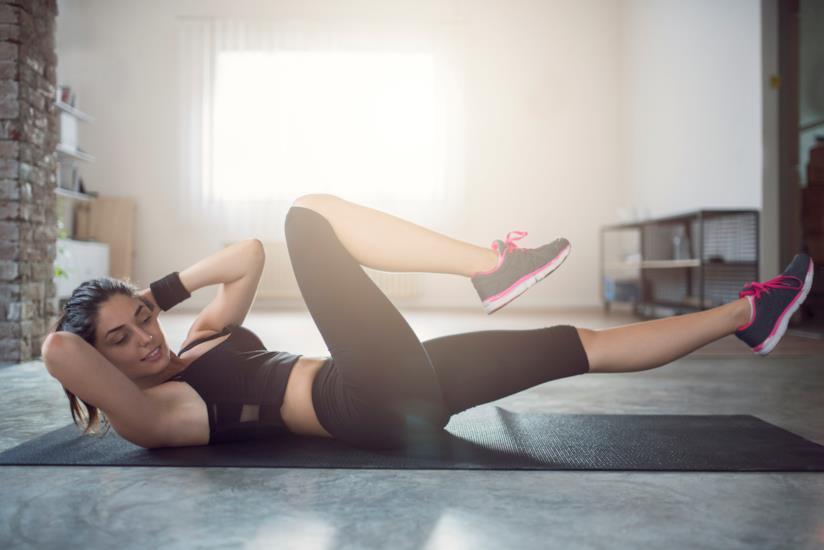 Una donna mentre si allena.
