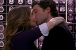 Il bacio di Meredith e Derek in ascensore