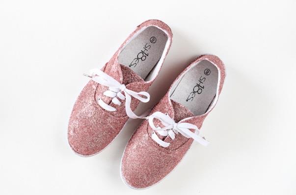 Scarpe rivestite di glitter