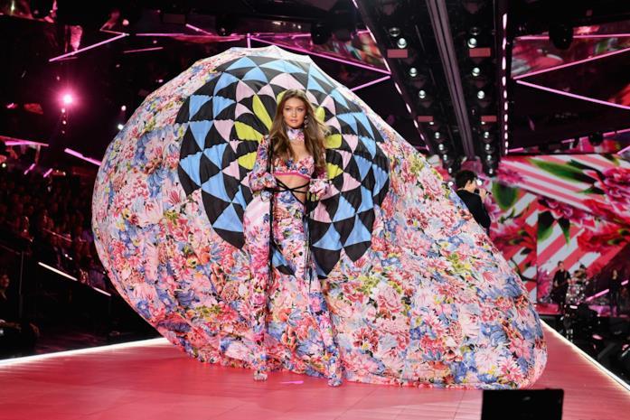 Gigi Hadid allo show di Victoria's Secret
