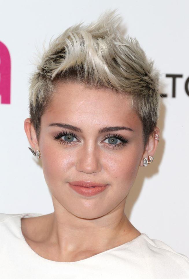 Miley Cyrus capelli