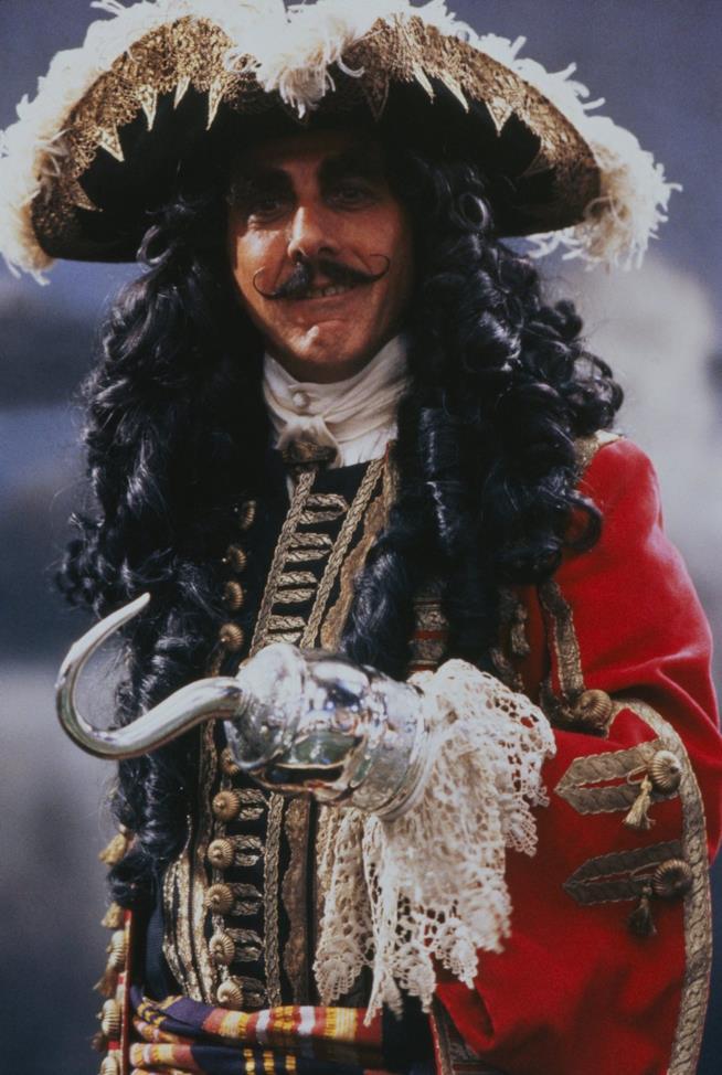 Dustin Hoffman interpreta Capitan Uncino