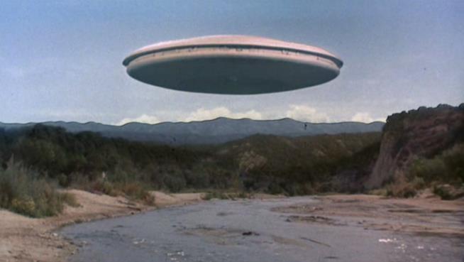 Una immagine dalla serie TV anni '80 Visitors