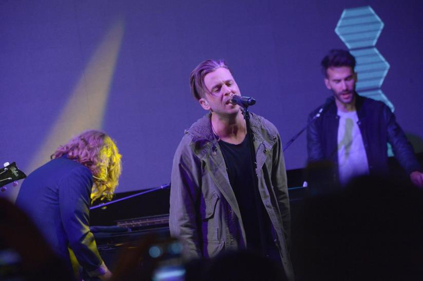 OneRepublic durante una esibizione dal vivo