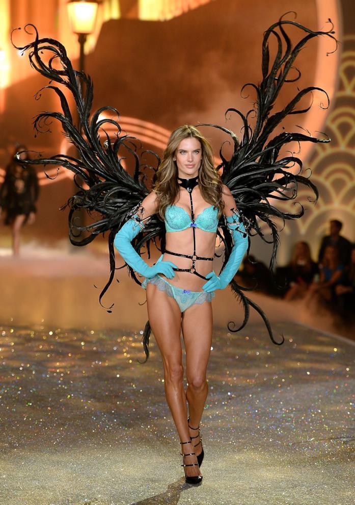 Alessandra Ambrosio con bikini turchese per Victoria's Secret