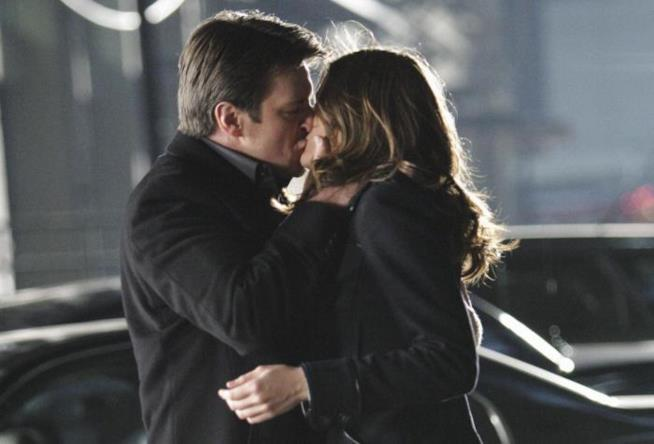 Castle e Beckett si baciano