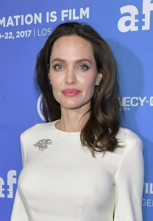 Angelina Jolie in posa alla premiere di the Breadwinner
