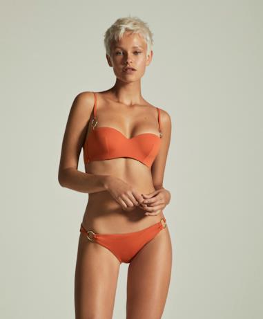 Modella con due pezzi arancio Oysho estate 2018