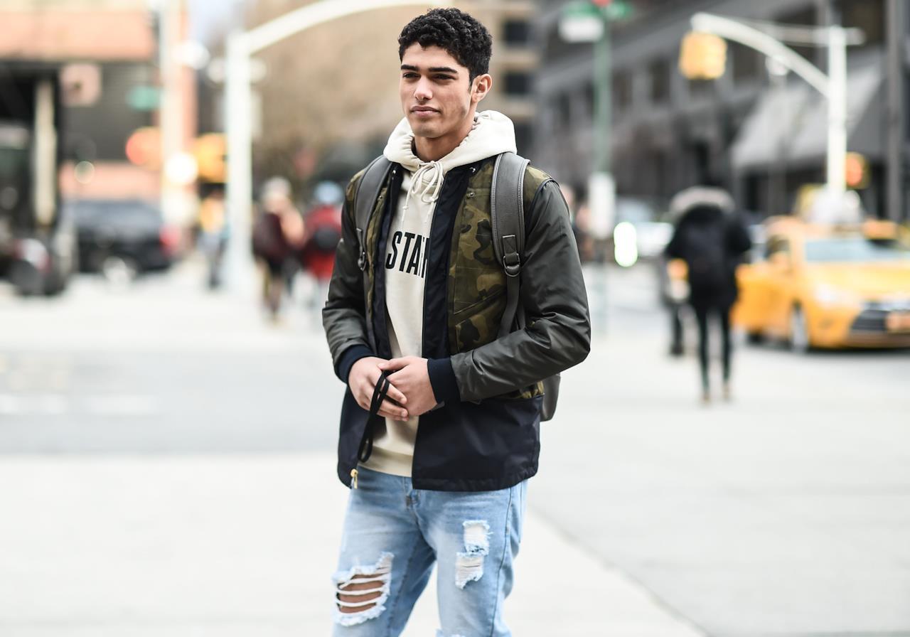 aae62b8dd56398 Come abbinare i jeans strappati. Come abbinare i jeans strappati da uomo