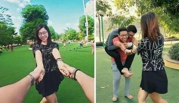 Un ragazzo aiuta una coppia a scattare una foto insieme