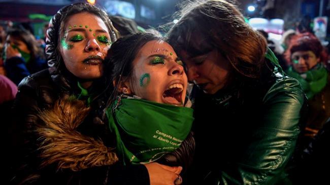 Proteste in Argentina per la legge sull'aborto
