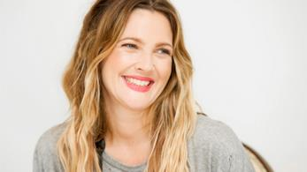 Drew Barrymore sorride