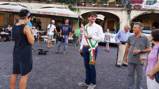 Il sindaco di Greve in Chianti in piazza per Leonardo