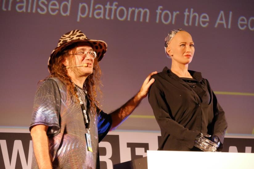 Sophia a fianco dello sviluppatore Ben Goertzel al Wired Next Fest di Firenze