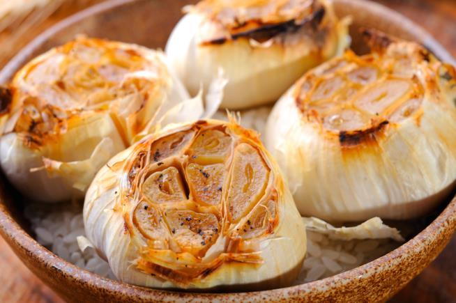 Ciotola con teste d'aglio