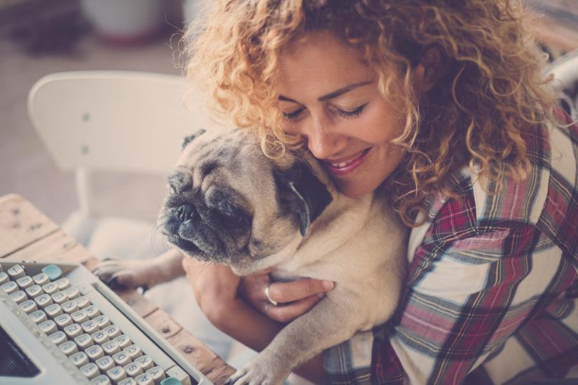 Cane e padrona felice