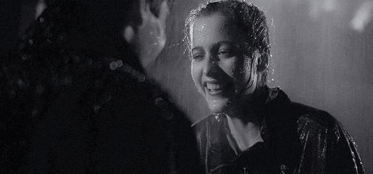 Fox Mulder e Dana Scully al cimitero
