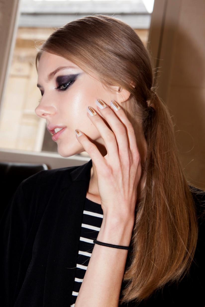 Manicure silver e bianca