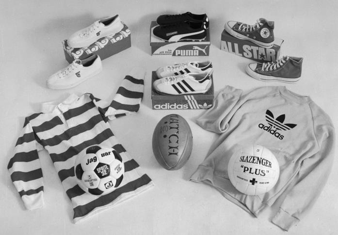 Alcuni capi e sneakers del 1977 Puma, Adidas, All Star