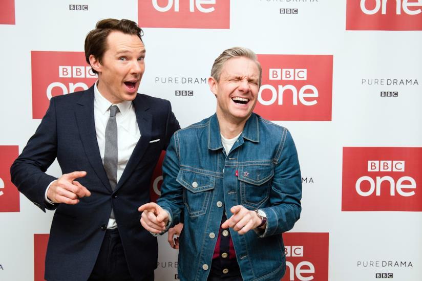 Martin Freeman e Benedict Cumberbatch ridono sul red carpet di un evento per Sherlock