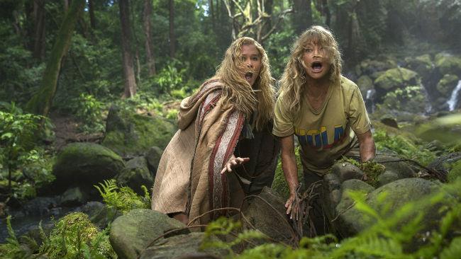 Amy Schumer e Goldie Hawn in una scena del film Fottute